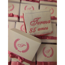 50 Lembrancinhas Personalizadas Caixinha Toalha Mão Bordada
