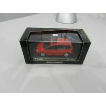 Volkswagen Touran 2003 - Red - Minichamps 1:43
