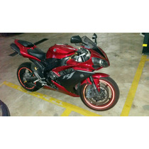 Yamaha Yzf R1 Vermelha