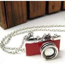 Grande Colar Resinado Câmera Fotográfica - Cor Vermelha