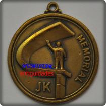 Antiga Medalha Comemorativa Memorial J K Objetos Antigos