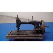 Máquina Manual De Costura Muito Antiga