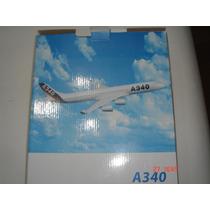 Miniatura A340 Com Base Medindo 32cm De Comprimento Nova