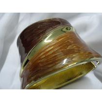 Bracelete Em Metal Dourado - Detalhes Caramelo E Marrom