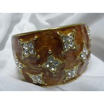Bracelete Em Metal Dourado - Detalhes Caramelo E Strass