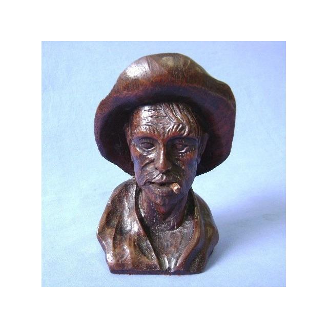Escultura Homem Com Chapéu - Madeira