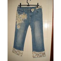 Calça Jeans Tipo Capri Com Bordados Em Pedrarias Tam M