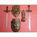 02 Espadas + 02 Escudos + Bracelete Fantasia Disfarce