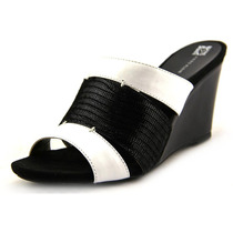 Anne Klein Couro Loopy Wedge Wedge Sandal