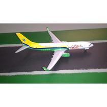Miniatura De Avião - Boeing 737-800 -gol Copa - Escala 1:200
