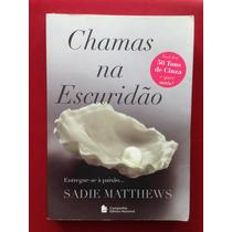 Livro - Chamas Na Escuridão - Sadie Matthews - Livro 1