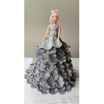 Boneca Com Vestido Em Eva