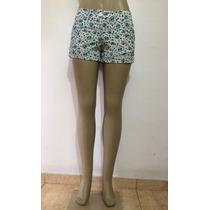 Shorts Feminino Em Tecido Estampado Com Bolsos Na Frente