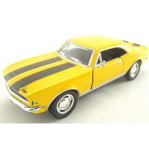 Miniatura Chevrolet Camaro Z/28 1967 Amarelo Escala 1:37
