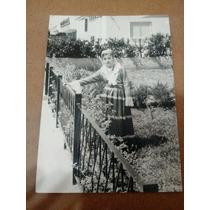 Foto Antiga (menina Com Trajes Típicos)
