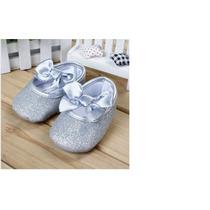 Sapatinho Bebê Menina Importado Prata Brilhante