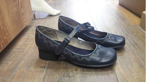 d2acf6c71 Sapato Boneca J.gean Azul Com Salto Quadrado - Feminino