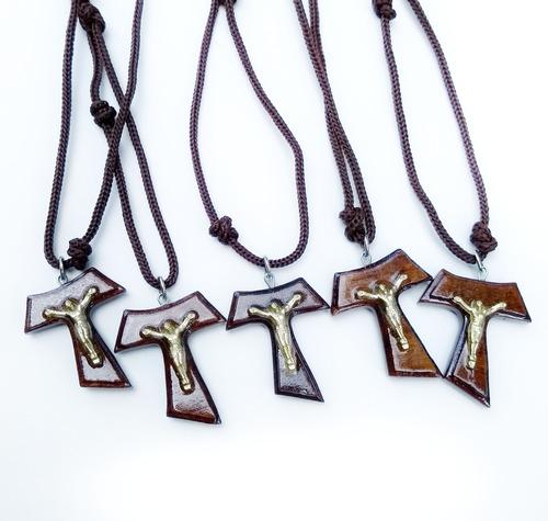 d0339dd287a Kit 5 Cordões Com Cruz Tau Em Verniz E Cristo Metal 3