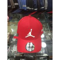 Boné Jordan Fita Basquete Vermelho Trucker Aba Curva Top !! à venda ... c628668632a