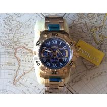 Relógio Masculino Dourado Com O Fundo Azul Da Invicta