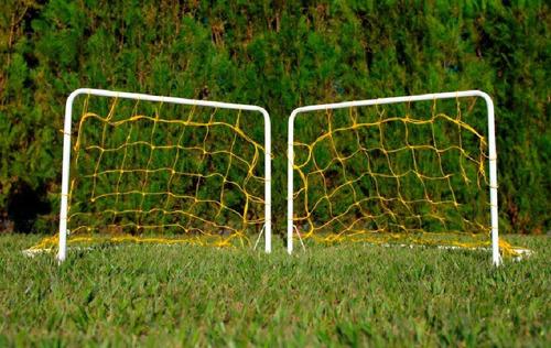 Mini Trave Golzinho Futebol Gol Cano Metal O Par Com Redes - R  124 ... c446dfe574c55