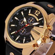 c0a589e64ac Busca rrelogio dourado com pulseira em couro e fundo preto com os ...