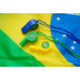 Kit Bandeira Do Brasil + Apitos Coloridos