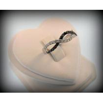 Anel Infinito Em Ouro 18k Com Diamantes Brancos E Negros