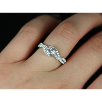 Anel Solitário Em Ouro Branco18k Mais 30 Pontos Em Diamantes