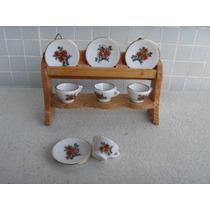 Miniatura 2 De Estante Em Madeira E Xícaras Em Porcelana