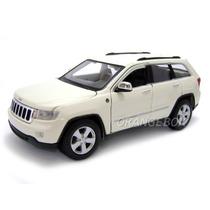 Jeep Grand Cherokee Laredo 1:24 Maisto 31205-branco