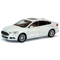 Ford Fusion 2014 (new Mondeo) Branco 1:18