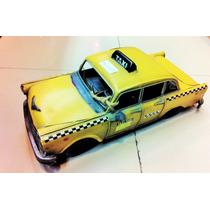 Taxi Nova York Amarelo Antigo Retrô 32 Cm