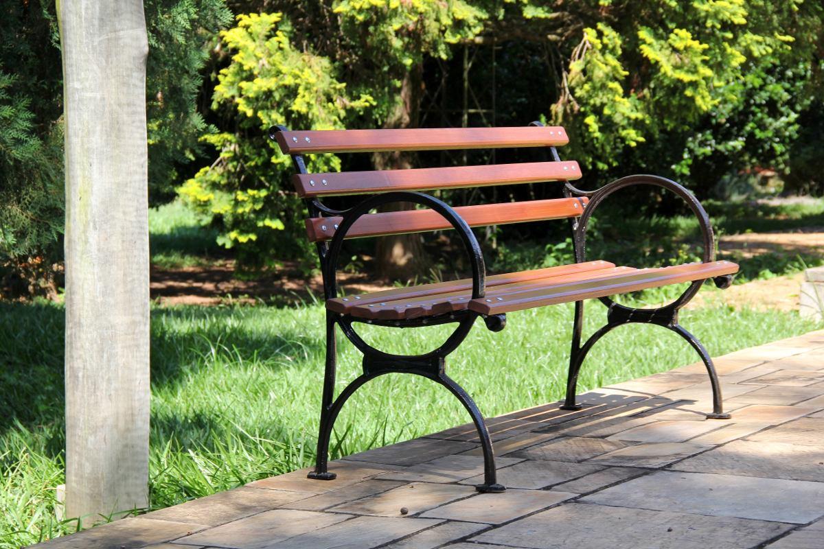banco de jardim madeira e ferro:Banco De Jardim Em Madeira E Pé De  #A0AB20 1200x800