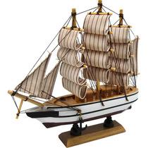 Fragata Pequena Mastro E Vela Listrada Em Madeira