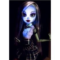 Boneca Monster High Frankie Stein Ghouls Alive Com Luz E Som