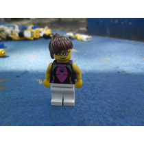 Lego City Minifigura Feminino Camisa Preta Cabelo Preso Alto