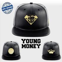Boné Young Money Snapback Aba Reta Couro Diamante Original