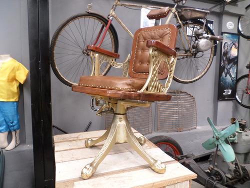 Cadeira De Barbeiro Antiga