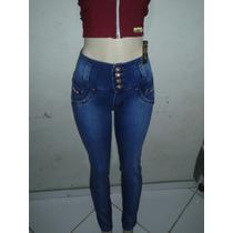 Calça Jeans Modela Bumbum Com Detalhe De Correntes