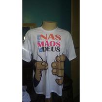 Camiseta Religiosa Nas Mãos De Deus