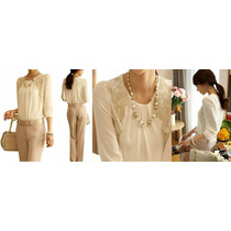 Blusa Branca Com Detalhes Em Renda