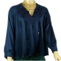 Blusa Lisa Azul Com Detalhe Em Renda