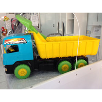 Caminhão Super Caçamba Carrega Areia Com Pás Resistentes