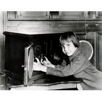Retrato De Menino Escuta Rádio Radiola Iv Rca 1923