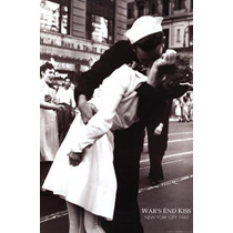 Poster (61 X 91 Cm) Kissing The War Goodbye Vj Day Times