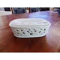 Bela Saboneteira Em Cerâmica Fenestrada Branca