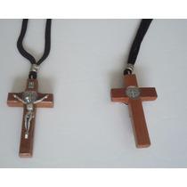Crucifixo De Madeira Com Cordão E Medalha De Sao Bento