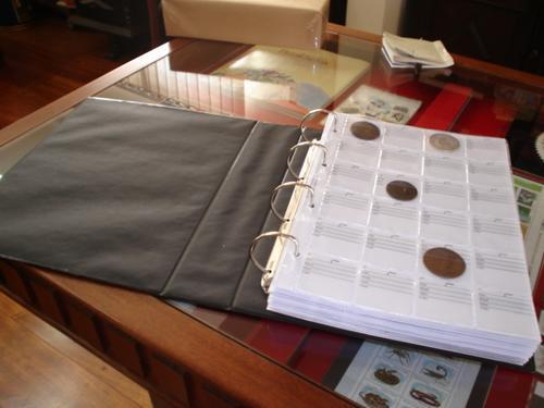 =cp= Album Para 600 Moedas C/ Fichas Identificação= V. Fotos