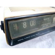 Radio Relógio Antigo De Palhetas Sanyo Rm 5010
